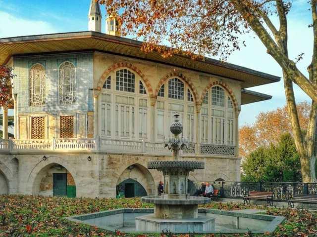 Дворец Топкапы осенью