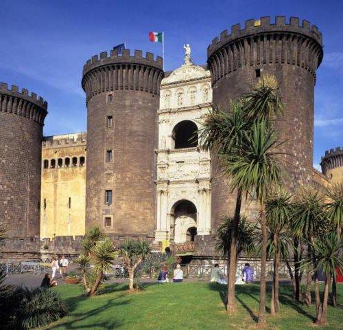 Крепость Castel Nuovo в Неаполе