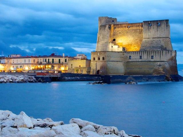 Крепость Castel dell'Ovo в Неаполе