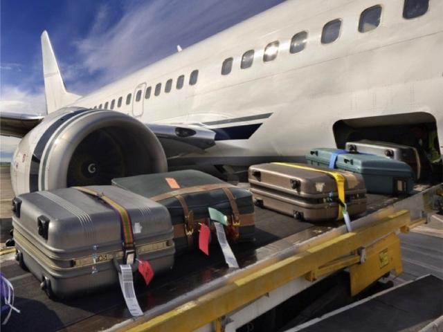 Погрузка бангажа в самолет