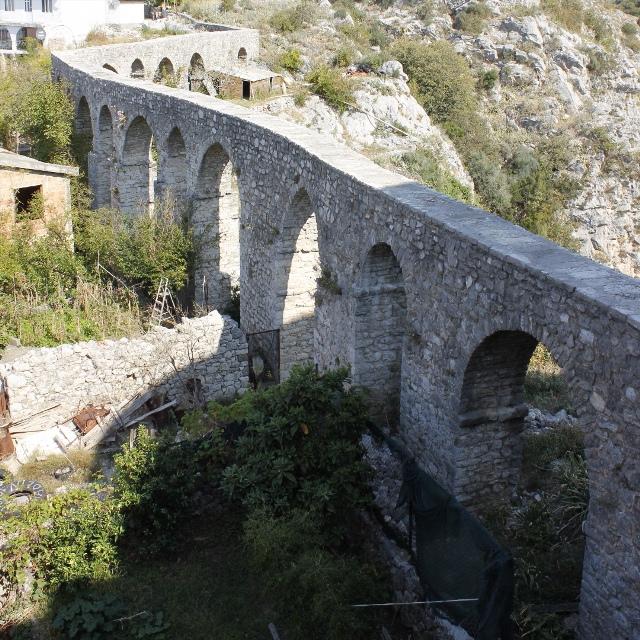 Византийский акведук в Старом Баре