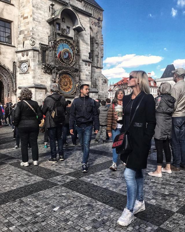 Староместская площадь и куранты Орлой в Праге