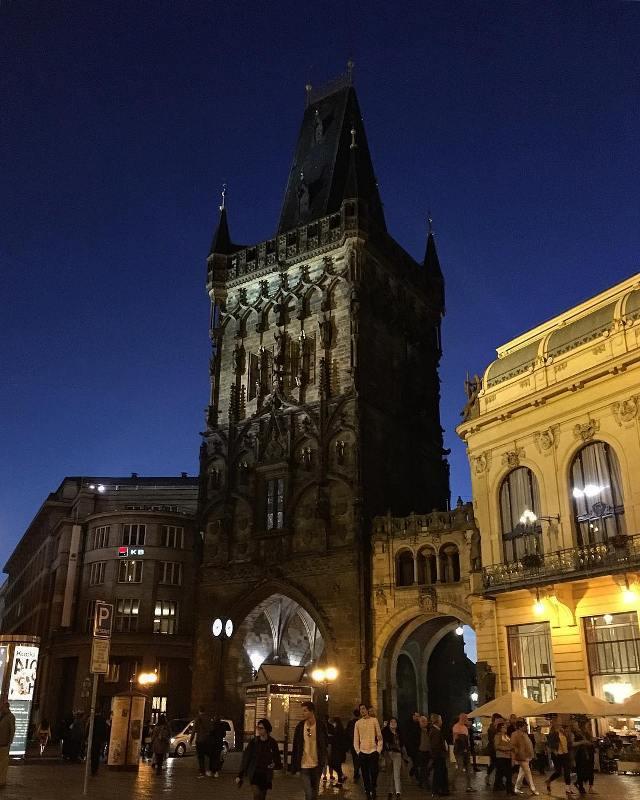 Пороховая башня ночью