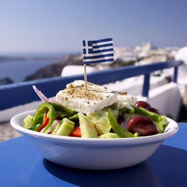 Греческий салат - хит местной национальной кухни
