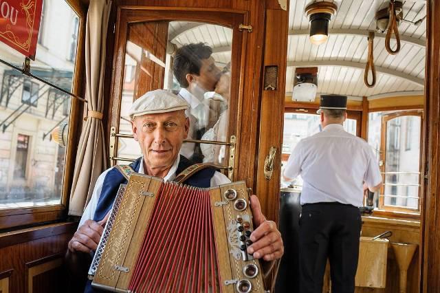 Ретро трамвай на улицах Праги
