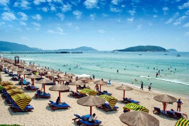 Широкие пляжи на острове Хайнань