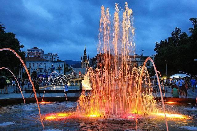 Танцующие фонтаны в Батуми на Новом бульваре