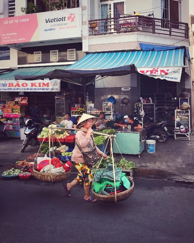 Торговцы на рынке Нячанга