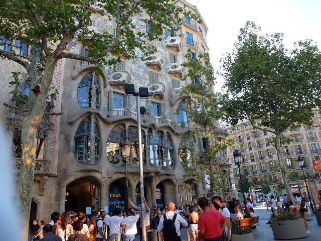 Туристы на улицах Барселоны