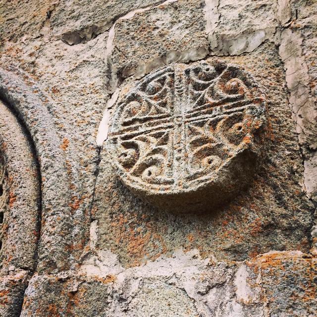Загадочные барельефы и орнаменты на Гергетском храме Святой Троицы