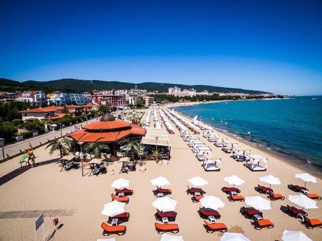 Пляжные курорты Болгарии на берегу Черного моря ждут туристов.