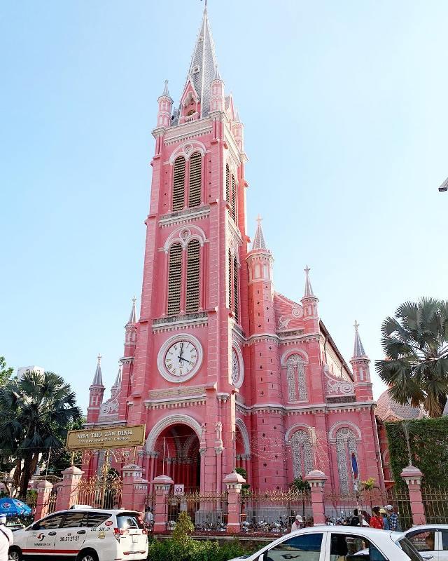 Розовый храм Tan Dinh в Хошимине