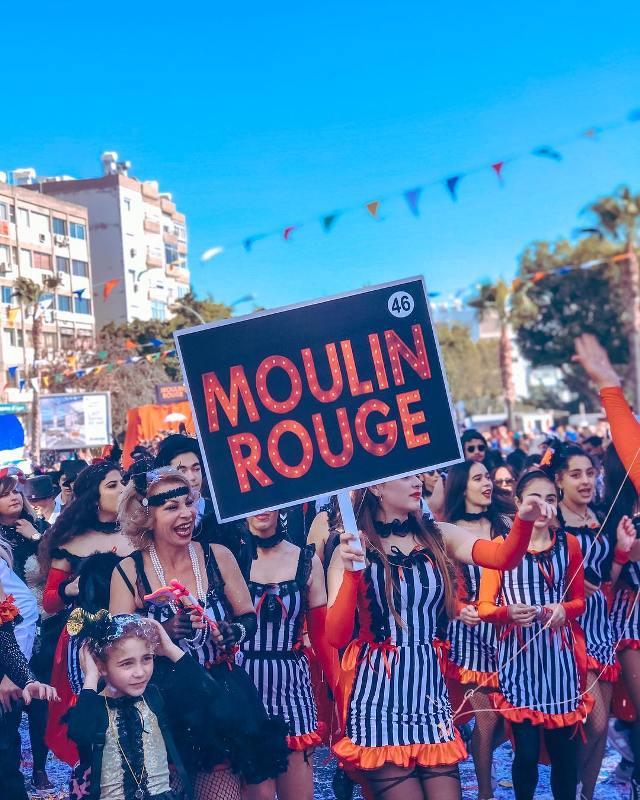 Яркое карнавальное шествие на улицах Лимассола
