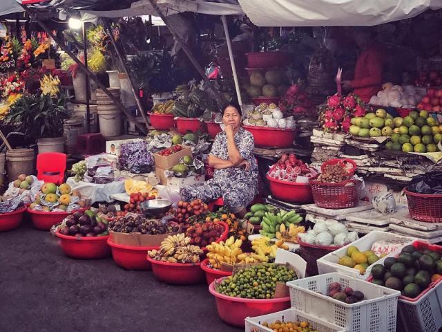 На вьетнамских рынках представлен огромный выбор фруктов и оыощей по очень приятным ценам.