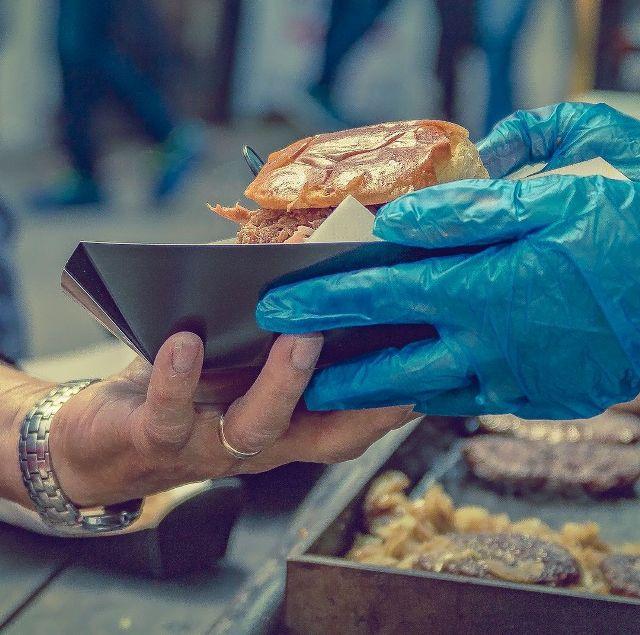 Фестиваль уличной еды в Праге