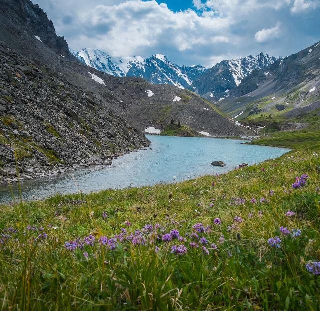 Потрясающий цвет воды в озерах