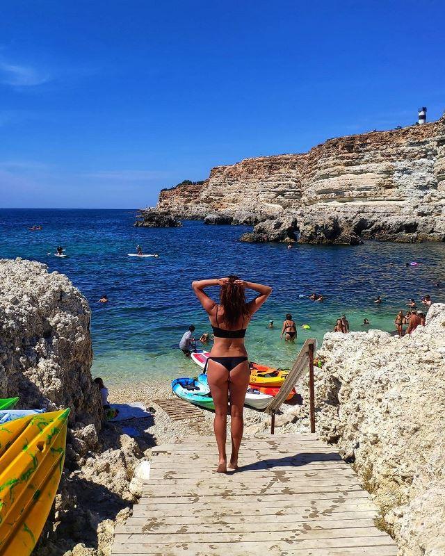 Чистейший галечный пляж в Казачьей бухте (Крым)