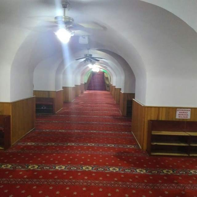 Внутри подземной мечети Yeraltı camii