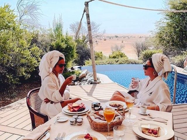 Завтрак в Al Maha Resort