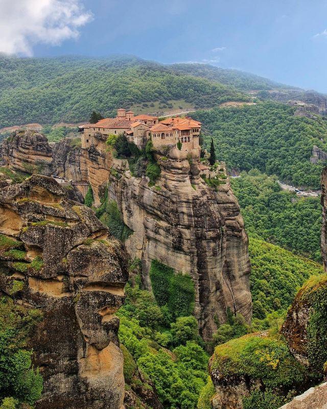 Монастырь в греческих Метеорах