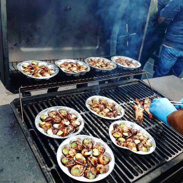 Дегустация деликатесов на фестивале НоябрьФест
