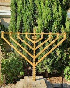 Менора в еврейской синагоге