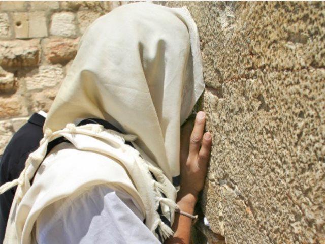 Паломничество к Стене Плача в Иерусалиме. Израиль