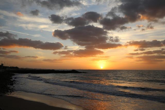 Закат на пляже в Рас эль Хайм