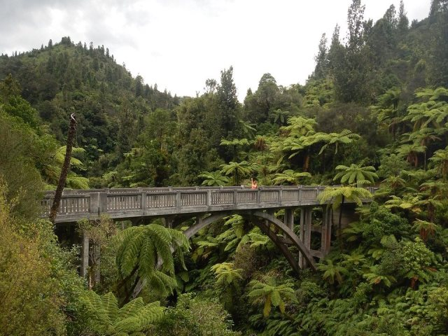 Мост в никуда (Bridge to Nowhere) в Новой Зеландии
