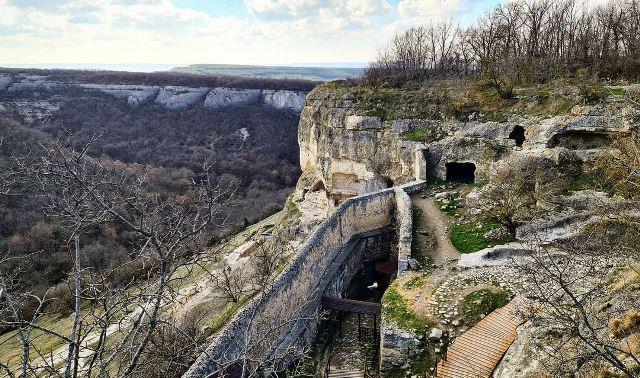 Крепостные стены Чуфут-Кале