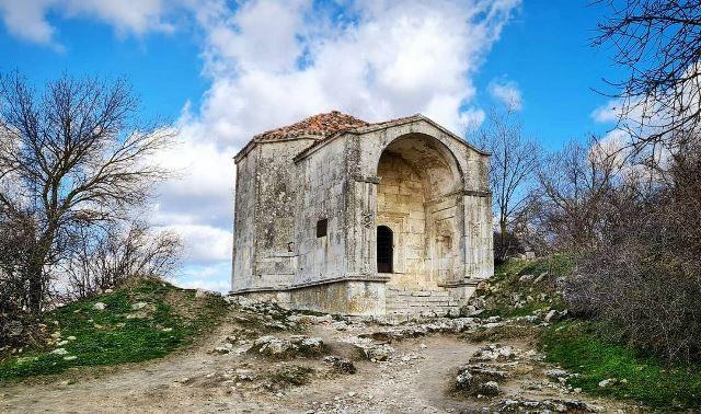 Развалины храма в Чуфут-Кале