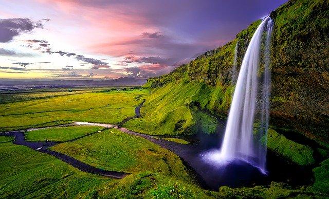 Водопад Seljalandsfoss в Исландии