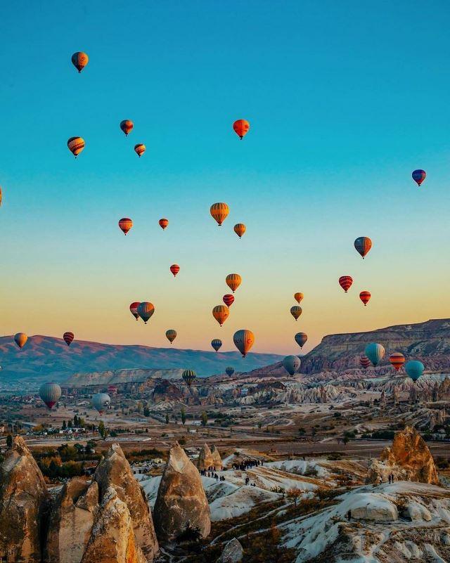 Воздушные шары над Гёреме в Каппадокии.