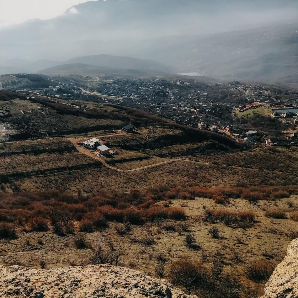 Вид на Лучистое с горы