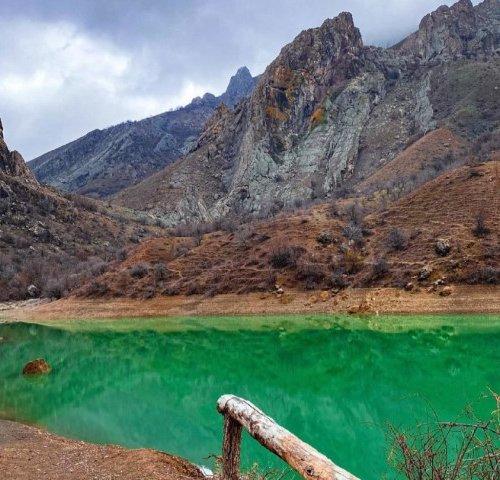 Горное озеро в Зеленогорье, ущелье Панагия
