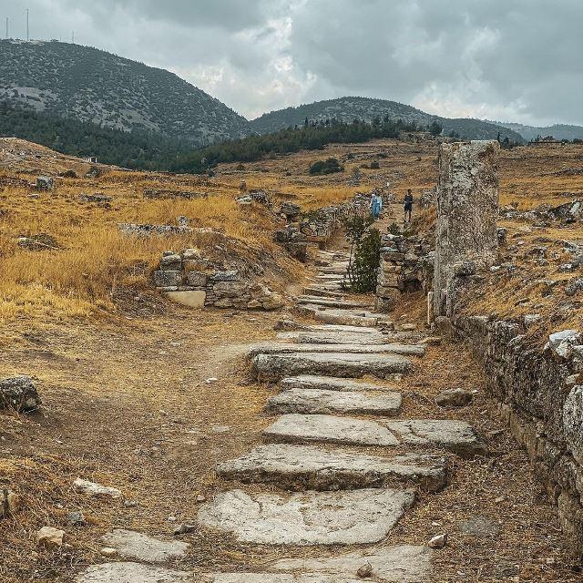 Улица в древнем городе